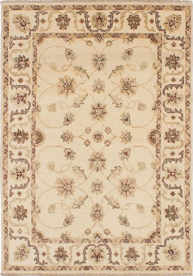 Traditional Ivory Area rug 4x6 Indian Hand-knotted 223702